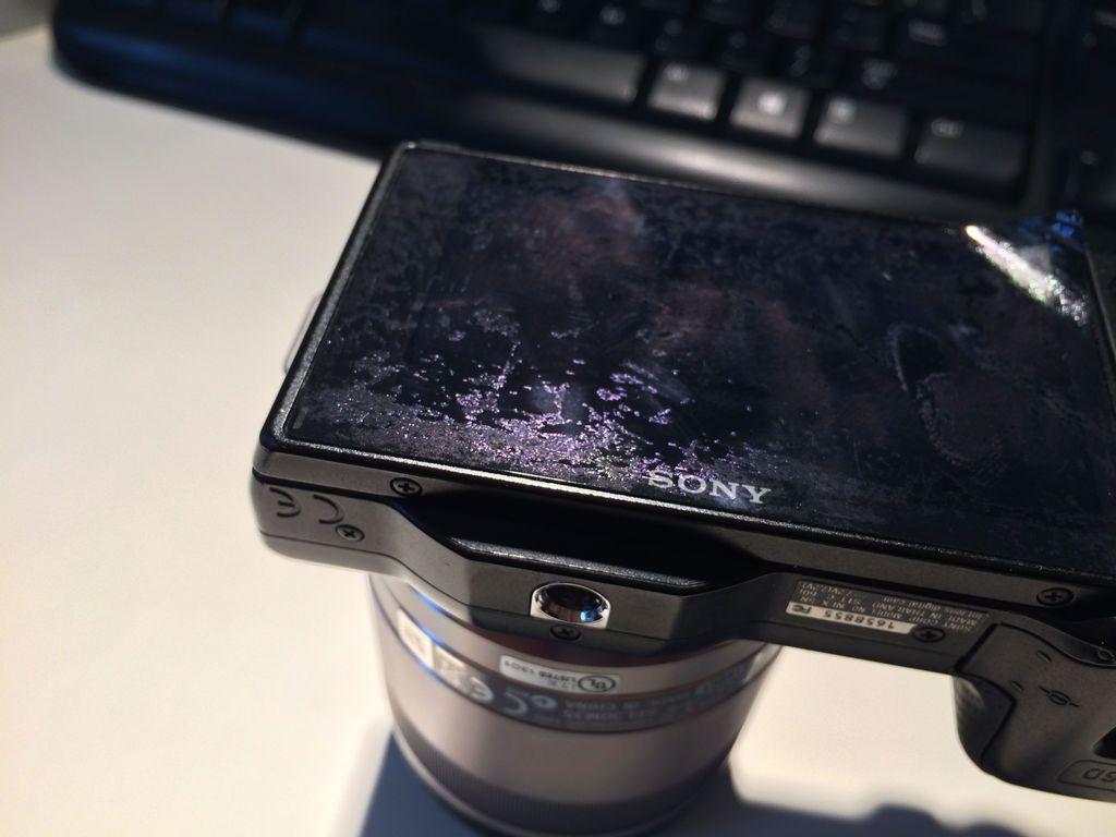 Sony Nex-5のモニターが剥げてきた