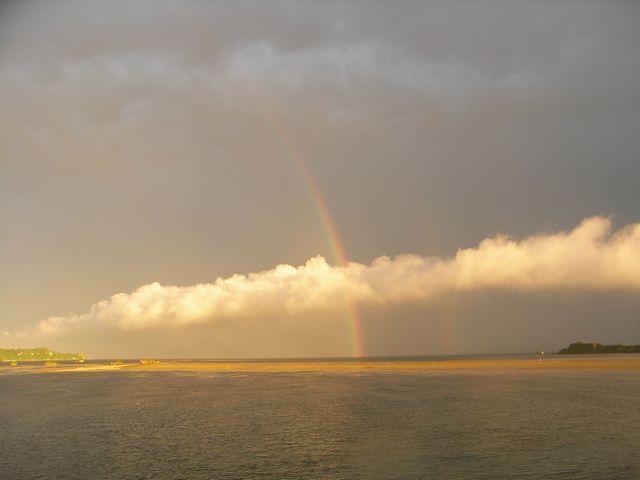 海中道路の虹