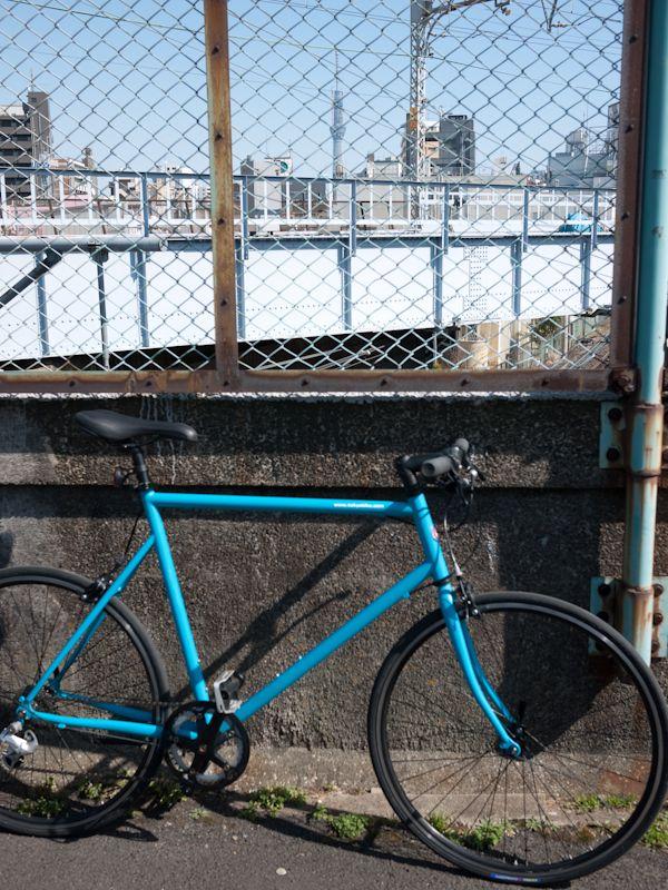 Tokyobike Sports 9s とスカイツリー (根津あたり)